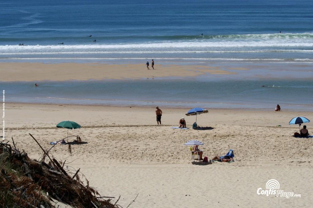 Exemple de baïne à Marée basse : une cuvette parallèle à la plage et séparée du large par un banc de sable