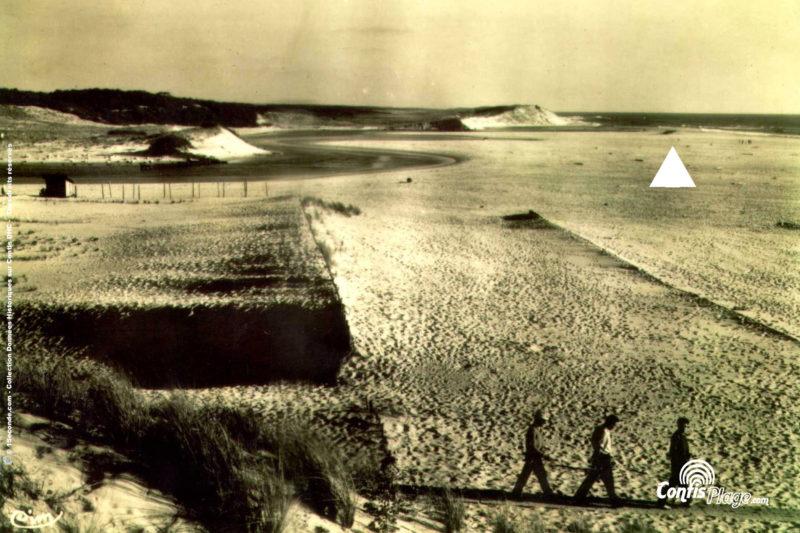 1953 : le bunker R612 Ba03 au milieu de la plage des Pelindres, le courant passe dans la dune (source 7)