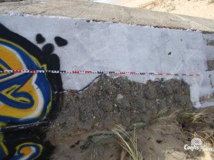 Ba01 - R612 : détails du camouflage en ondulations du mur de flanquement