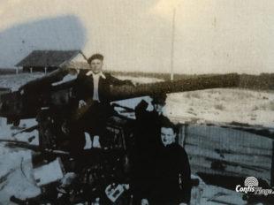 Image exceptionnelle d'un canon Flak en encuvement sur la dune de Contis à la libération